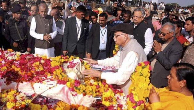 Senior BJP leader L K Advani paying tributes to Sunderlal Patwa during his last rites at village Kukdeshwar, district Neemuch, on Thursday.