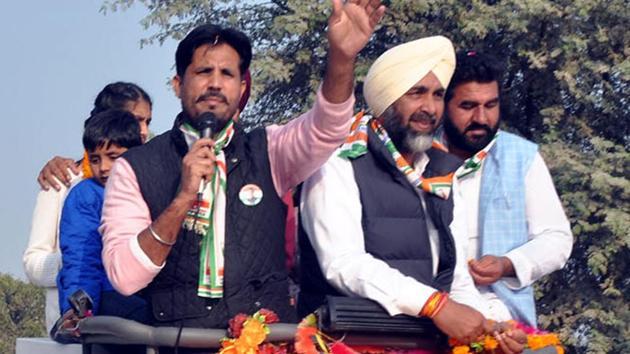 Congress MLA Amrinder Singh Raja Warring, along with Manpreet Badal, during his road show in Gidderbaha on Thursday.(HT Photo)