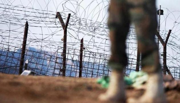 An Indian army soldier patrols near the line of control, after a reported cease-fire violation in Mendhar, Poonch district near Jammu.(AP file photo)