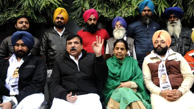 Mohanjit KaurTiwana joined AAP in the presence of party's state in-charge Sanjay Singh at her residence in Patiala.(Bharat Bhushan/HT)