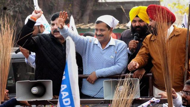 AAP national convenor and Delhi chief minister Arvind Kejriwal during a road show in Boparai Village near Amritsar.(PTI photo)