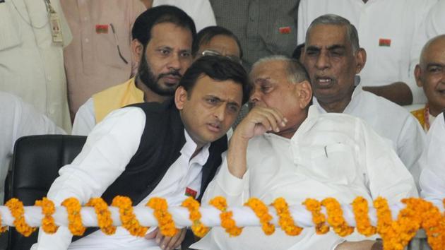 Chief minister of Uttar Pradesh Akhilesh Yadav and Samajwadi Party chief Mulayam Singh Yadav during the Vikas se Vijay ki aur Rath Yatra at Lamartiniere ground in Lucknow on Thursday Nov 03, 2016.(Deepak Gupta/ Hindustan Times)