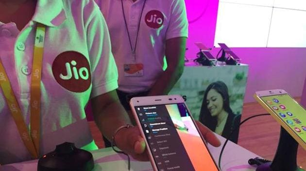 A Reliance employee demonstrates Jio LYF phone at their headquarters on the outskirts of Mumbai, India, June 1, 2016. Picture taken June 1, 2016. REUTERS/Clara Ferreira Marques(REUTERS)
