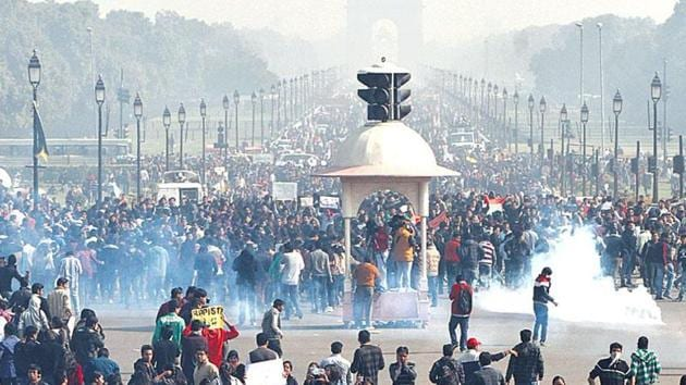 This file photo from December 2012 shows protestors near India Gate in New Delhi following the gangrape and murder of paramedical student.(Mohd Zakir/Hindustan Times)