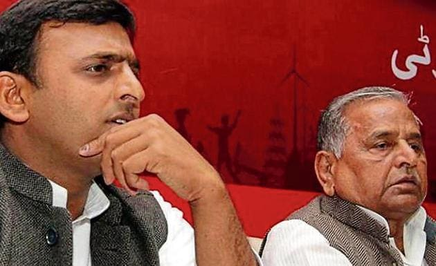 oung workers are rallying behind Akhilesh, while older party members support Mulayam.(HT File)