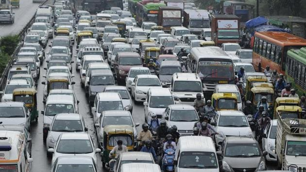 Delhi is close to touching 10-million mark in total number of registered vehicles, shows latest Delhi government data.(Burhaan Kinu/HT Photo)