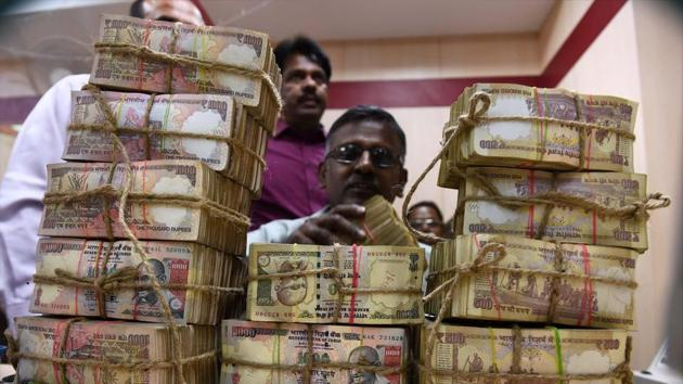 The cash in old notes was seized during raids at various premises of government officials in 30 cases of alleged corruption in the last one decade.(PTI file photo)