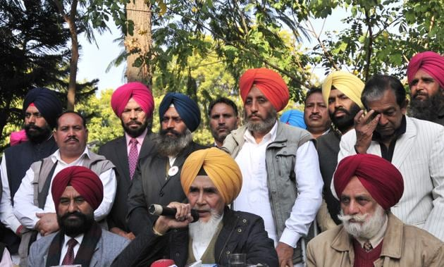 Aapna Punjab Party chief Sucha Singh Chhotepur releasing the list of candidates in Chandigarh on Friday.(Ravi Kumar/HT Photo)