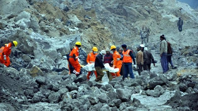 National Disaster Response Force (NDRF) personnel rescue several workers trapped under the debris of coal mines that collapsed in Paharia Bhodaye area of Godda district in Jharkhand, on December 31, 2016.(Bijay Kumar / HT Photo)