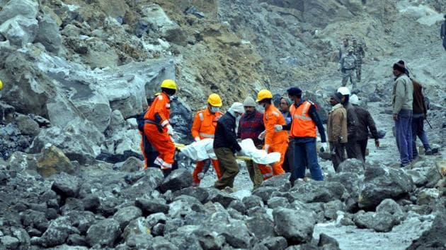 National Disaster Response Force (NDRF) rescues operation going on after several workers trapped under the debris a coal mines collapse in Paharia Bhodaye area of Godda district of Jharkhand , India, on Saturday , December 31, 2016.(Bijay Kumar/ HT Photo)