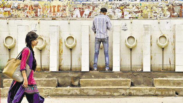 Gurgaon has only 39 public toilets for a population of nearly 10 lakh.(HT File)