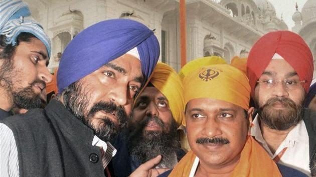 AAP convener Arvind Kejriwal after paying obeisance at the Patna Sahib gurdwara ahead of Parkash Parv on Monday.(PTI)