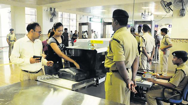 Almost 30 lakh passengers travel every day with the Delhi metro and they are checked by CISF personnel before they enter the station.(HT File Photo)