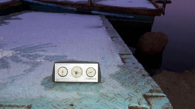 Temperature touched zero degree at Venna lake in Mahabaleshwar on Sunday.(HT Photo)