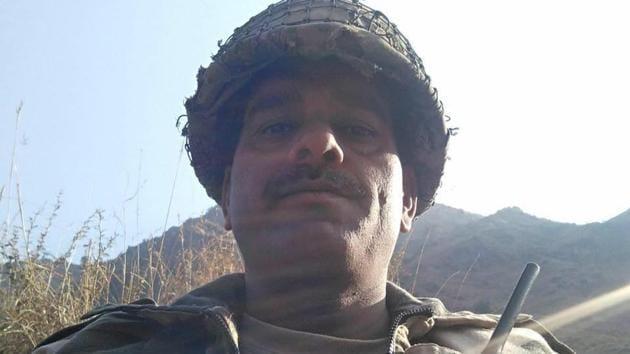 In the video, BSF soldier Tej Bahadur Yadav alleged that troops were served bad-quality food.(Facebook/Tej Bahadur Yadav)