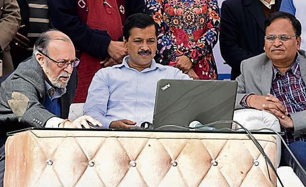 Lt. Governor Anil Bailal with Chief Minister of Delhi Arvind Kejriwal during the inauguration of skill development centres at Tilak Nagar in New Delhi, India on Tuesday.(Sonu Mehta/Hindustan Ti)
