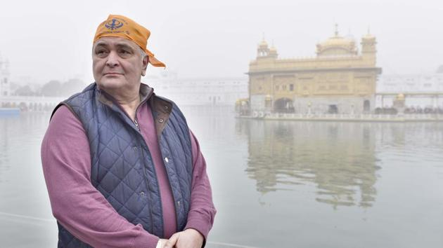 In his memoir, Khullam Khulla, actor Rishi Kapoor comes across as the straight arrow that he is known to be as he walks the reader through his life, warts and all. The actor pictured during a visit to the Golden Temple in Amritsar in December 2016.(Gurpreet Singh/ HT Photo)