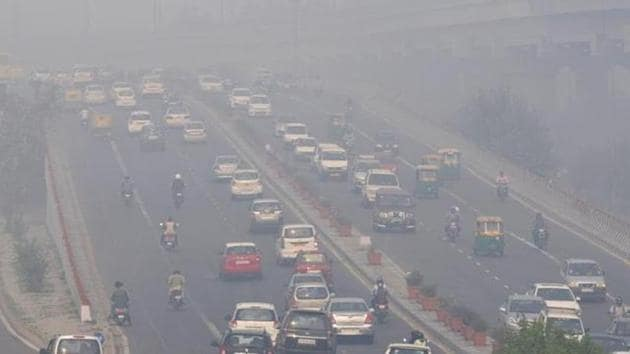Roads in the capital choked with smog after Diwali celebrations.(HT File Photo)