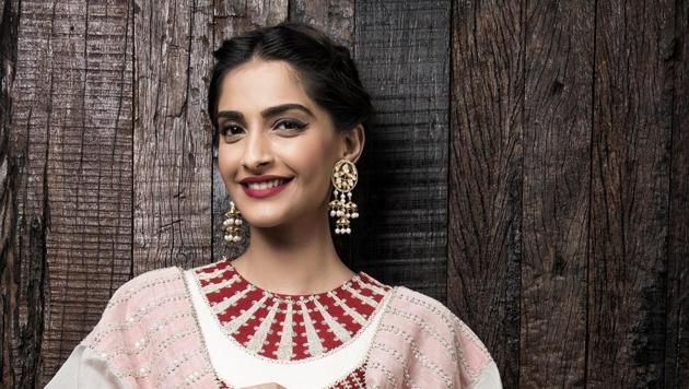 Actor Sonam Kapoor says that though she would like to work in Hollywood, she wouldn't compromise on her ideals.(Aalok Soni/Hindustan Times)