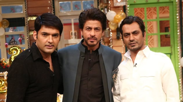 Nawazuddin Siddiqui and Shah Rukh Khan on The Kapil Sharma Show.(Twitter/SRKUniverse)