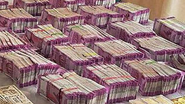 With four more phases of the 2019 Lok Sabha elections still left, cash seizures have already surged 156.3% from the 2014 polls.(Representative Images/PTI File Photo)