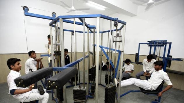 Students practice at a new gym at the first model school Sarvodaya Bal Vidyalaya at Rouse Avenue in New Delhi on Wednesday.(Sonu Mehta/Hindustan Times)