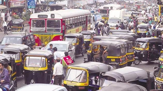 Maharashtra Rajya Truck Tempo Tankers Bus Vahatuk Mahasangh, the apex body of transporters across the state, might also support the strike.(HT)