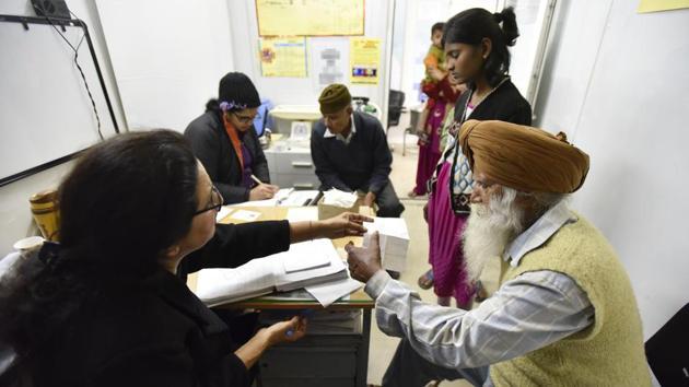 A Mohalla Clinic at Peeragarhi in New Delhi.(Hindustan Times)