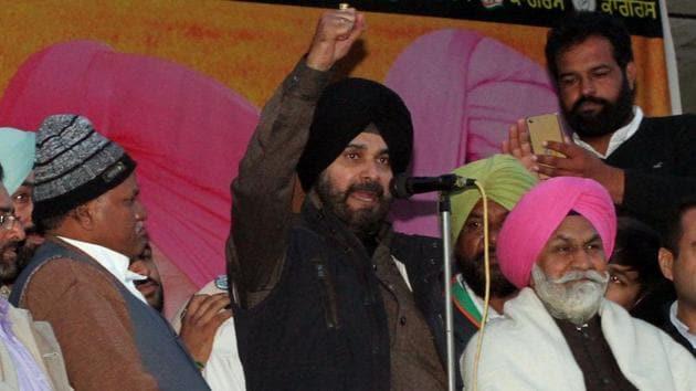 Congress leader Navjot Singh Sidhu along with party leaders addressing a rally at Galib Kalan, Jagraon, in Ludhiana on Friday .(JS Grewal/HT Photo)