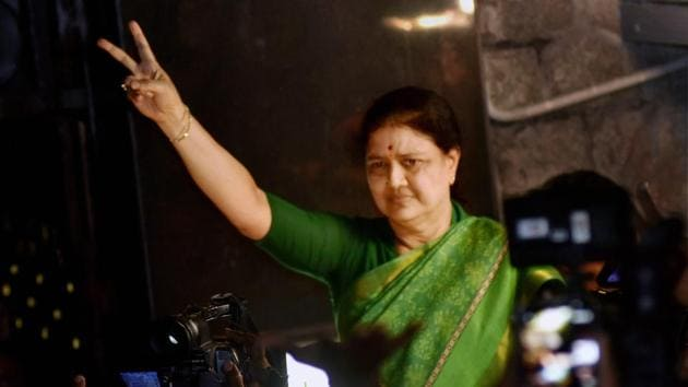 AIADMK general secretary VK Sasikala shows the victory sign as she comes out to address media at Poes garden in Chennai on Wednesday.(PTI)
