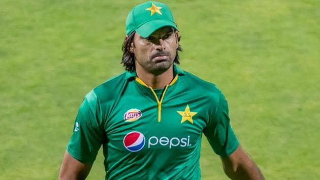 Mohammad Irfan was questioned by the Pakistan Cricket Board's anti-corruption unit for the Pakistan Super League.(AFP)