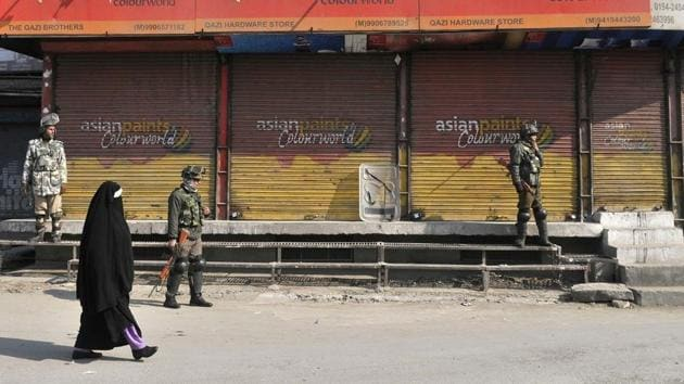 Separatist leadership in Kashmir called for a shutdown in the Valley to protest the killing of two civilians in Kulgam on Feb 12, 2017.(Wasim Andrabi / HT Photo)