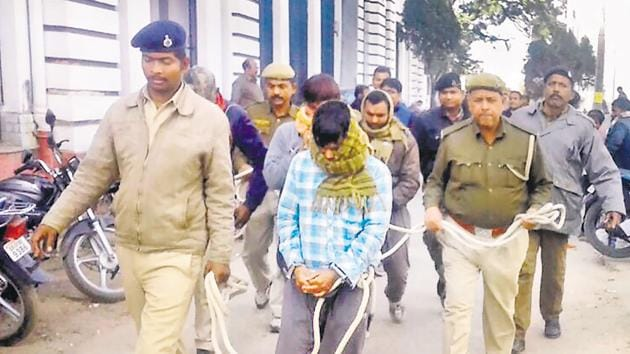 NIA sleuths presenting a terror suspect before a court in Patna.(HT File Photo)