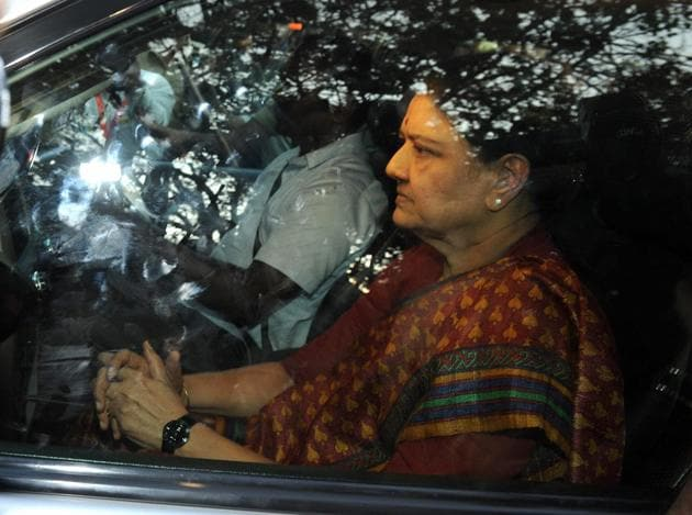 Bengaluru : AIADMK General secretary VK Sasikala arrives to surrender at the special court after she convicted in DA case in Bengaluru on Wednesday. PTI Photo (PTI2_15_2017_000304B)(PTI)