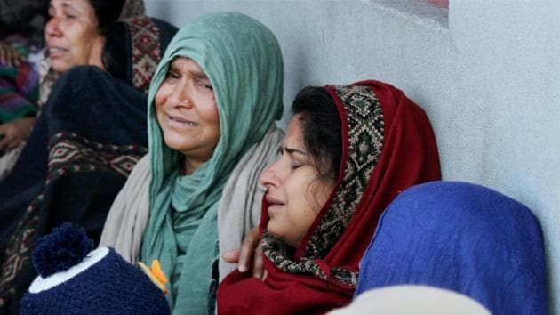 Wife and relatives of slain rifleman Ravi Kumar, who was killed in an encounter with militants mourn in Bandipora district.(PTI)