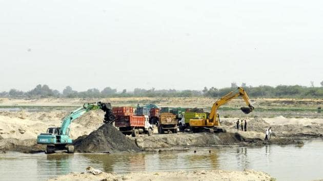 Illegal mining from the Ganga river bed is rampant in Uttarakhand with police alleging that politicians own major stakes in them.(HT File Photo)