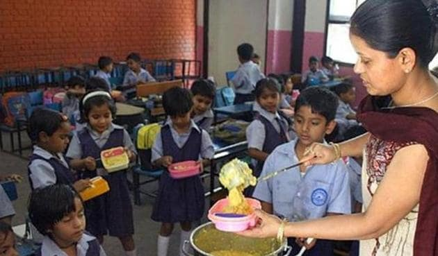 Delhi's food safety department will conduct emergency inspections of all 33 mid-day meal kitchens and transportation facilities for the food.(HT Photo)