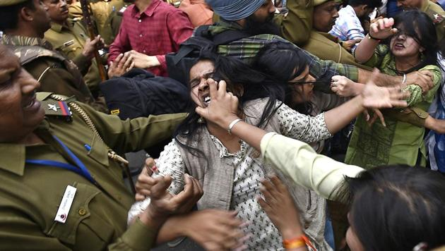 Clashes began on Wednesday as some DU students, led by members of AISA and SFI, took out a march on Wednesday demanding action against the ABVP members.(Raj K Raj/HT PHOTO)