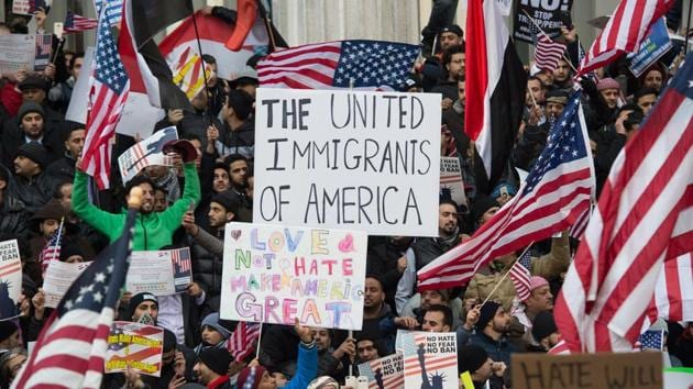 People rally with flags at Brooklyn Borough Hall as Yemeni bodega and grocery-stores shut down to protest US President Donald Trump's travel ban.(AFP Photo)