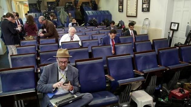 Glenn Thrush (L), chief White House political correspondent for the The New York Times, works in the briefing room after being excluded from a gaggle at the White House in Washington, U.S., February 24, 2017.(Reuters)
