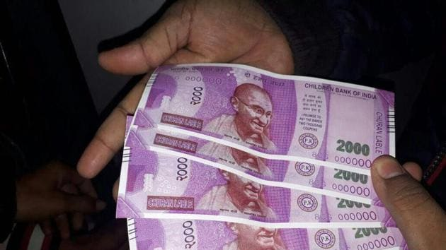 The poor security allows cash loaders to use the ATMs whenever they want, without any monitoring. This, experts say, indicates that crises such as the recovery of five fake Rs 2,000 notes disasters waiting to happen.(PTI)
