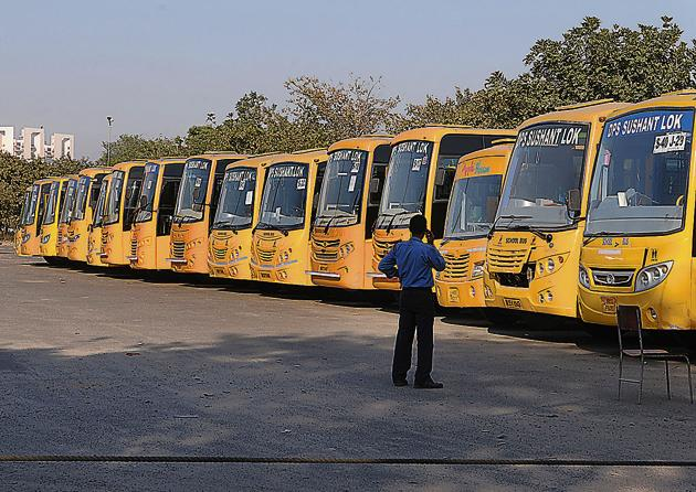 tHE district inspector of school (DIoS), Lucknow, has said that most schools do not verify the antecedents of drivers of school buses, private vans or auto rickshaws ferrying school kids.(Parveen Kumar/Hindustan Times/For representation only)