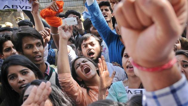 Student groups on both sides have planned a series of protests on Monday and Tuesday against the Ramjas incident.(Burhaan Kinu/HT PHOTO)