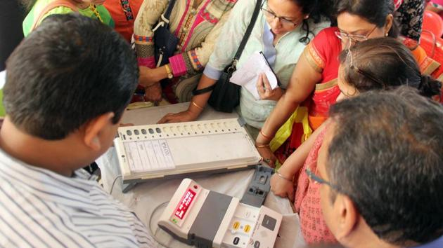 Some candidates who lost in recent Nashik civic elections alleged that EVMs were manipulated.(Bhushan Koyande/HT File Photo)