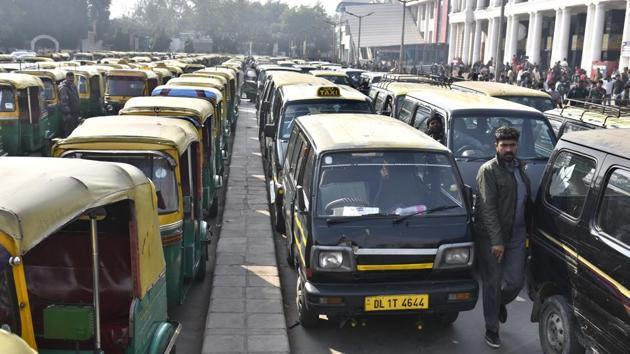 The auto-rickshaw and taxi unions are protesting against the Delhi government's policies on cab aggregators Uber and Ola, and the Centre's rule on speed governors.(Sushil Kumar/HT)