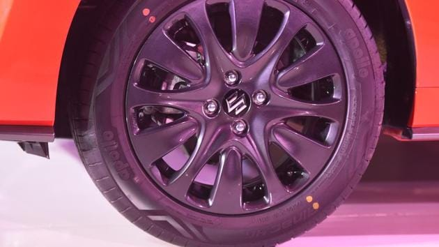 All four wheels get disc brakes - 14 inch at the front and 13 inch at the rear. And as the weight has increased by 60 kg, Maruti has tuned to suspension for better handling as well. (Sonu Mehta/HT PHOTO)