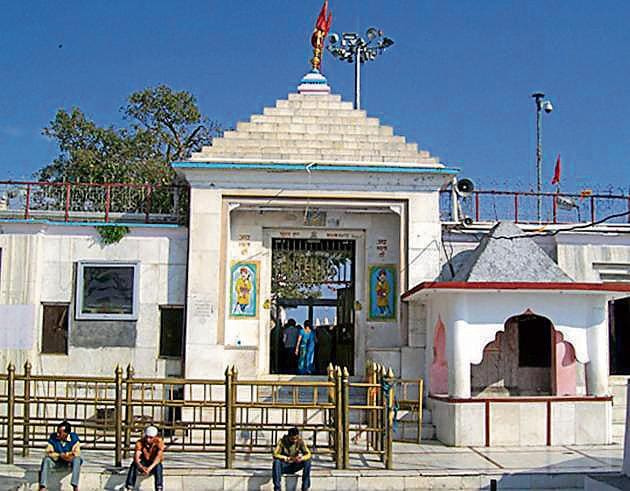 Chintpurni temple is the richest shrine, followed by Naina Devi (above), which has 150 quintal gold and 500 kilograms silver.(HT File Photo)