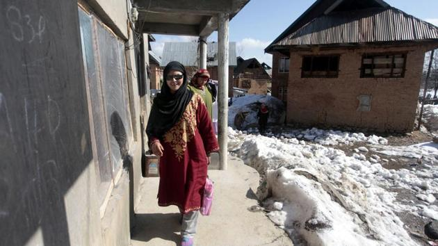 Insha Mushtaq, a girl blinded by pellets, went to school on Thursday, a day after schools in Kashmir reopened after winter vacations and normal classes began after eight months.(Waseem Andrabi / HT Photo)