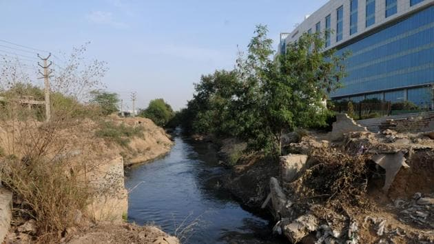 The Badhshahpur drain starts from Ghata and meets the Najafgarh drain but it has a major bottleneck at Khandsa, which the Huda is trying to remove.(Parveen Kumar/HT Photo)