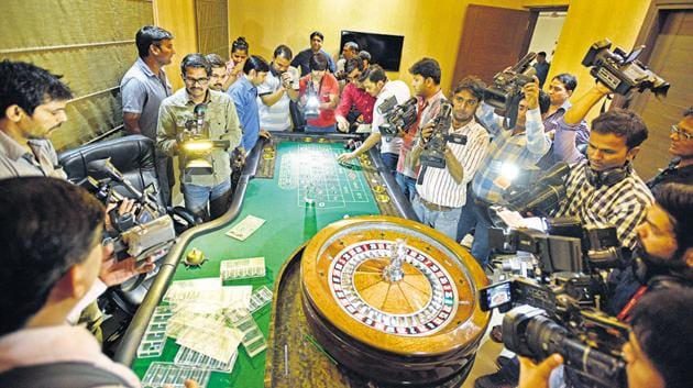 """Delhi Police busted an """"casino"""" set up for Diwali in a farmhouse in South Delhi in October, 2016.(Arun Sharma/HT Photo)"""